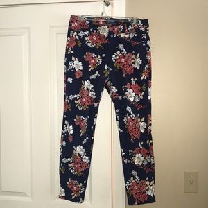 Old Navy 🌸Floral🌸 Cropped Pixie Pant